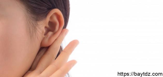 ما هو سبب طنين الأذن اليسرى