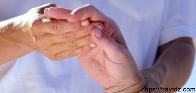 أسباب التنميل في اليد