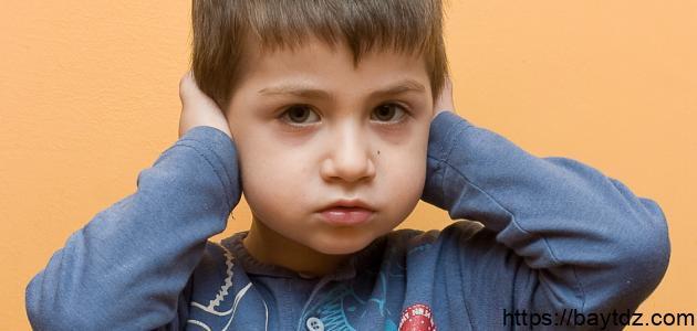 أعراض مرض التوحد وعلاجه