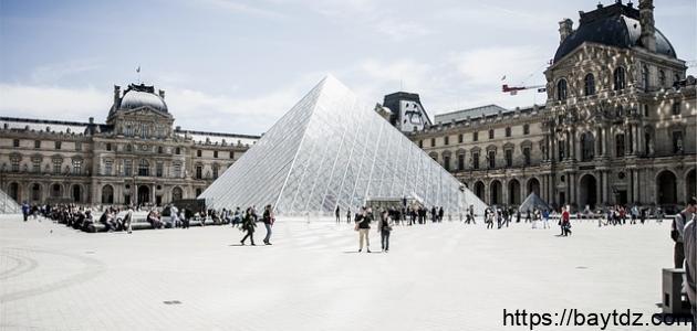 أكبر متحف في باريس