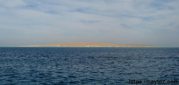 أين يقع البحر الأحمر