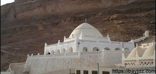 أين يقع قبر النبي هود