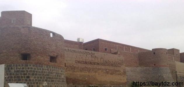 أين يقع قصر غمدان