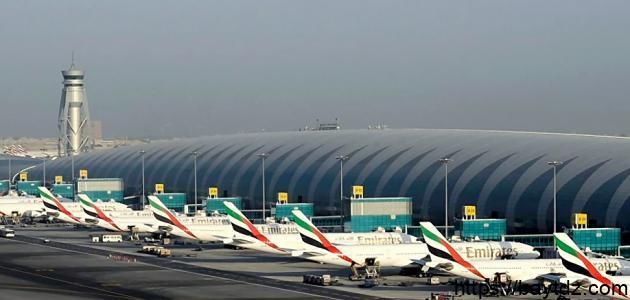 أين يقع مطار دبي
