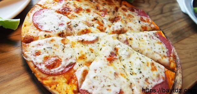 بيتزا بالبسطرمة