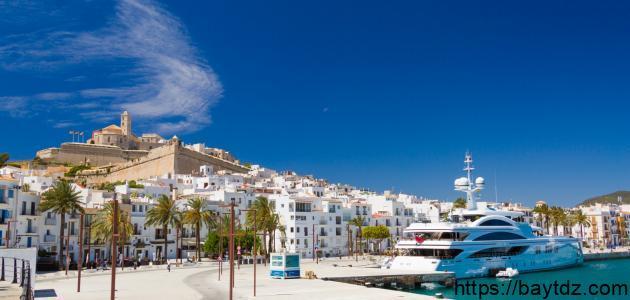 جزيرة إبيزا في إسبانيا