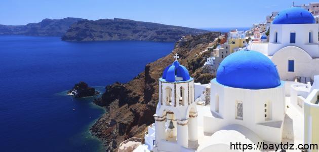 جزيرة سانتوريني اليونانية الخيالية
