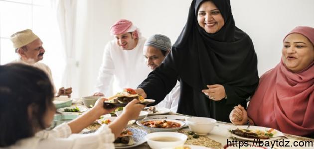 حكم خدمة الزوجة لأهل زوجها