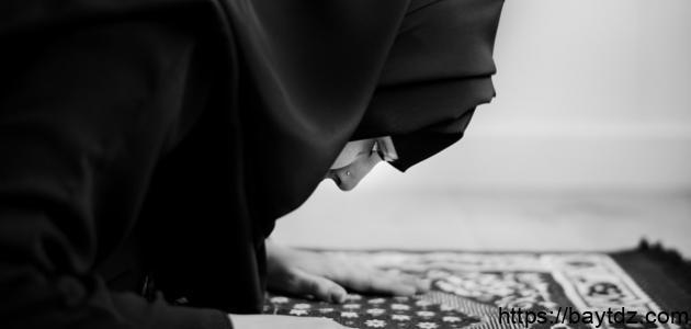 حكم رفع المرأة صوتها في الصلاة