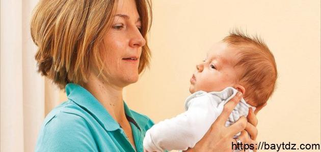 طريقة حمل الرضيع