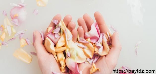 طريقة طبيعية لتفتيح اليدين