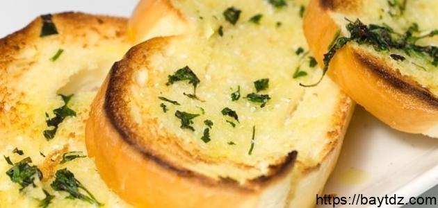 طريقة عمل الخبز بالثوم والجبنة