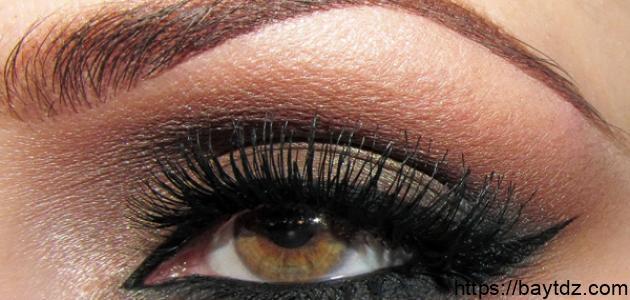 طريقة مكياج العيون الكبيرة
