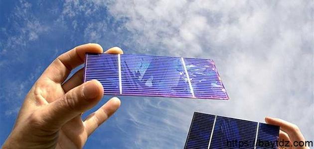 عمل خلية شمسية
