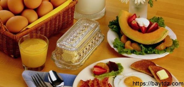 فسر كيف يعمل الطعام على حماية الإنسان