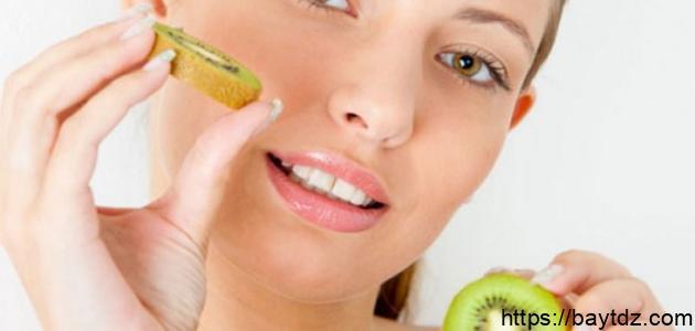 فوائد الكيوي للبشرة الدهنية