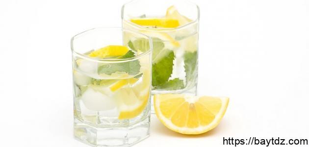 فوائد الليمون مع الماء الدافئ على الريق