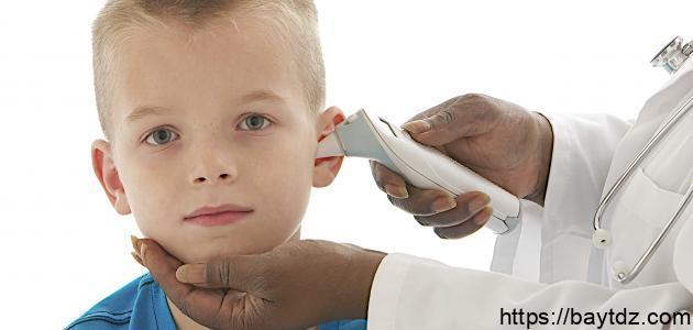 قياس درجة الحرارة من الأذن