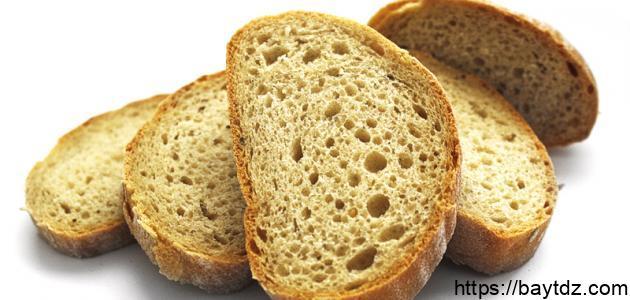 كم عدد السعرات الحرارية في الخبز