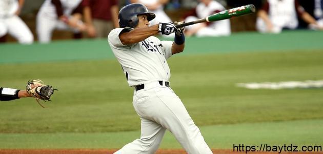 كم عدد لاعبي كرة البيسبول