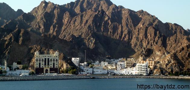 كم محافظة في عمان