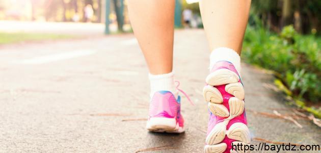 كم يحرق الجسم في المشي ساعة