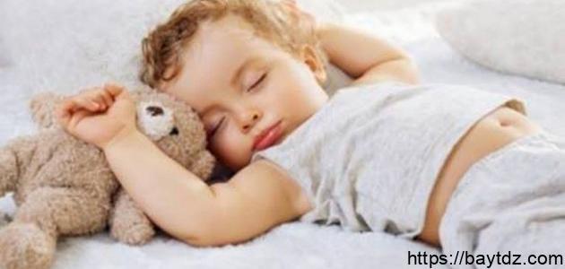 كيف أجعل طفلي الرضيع ينام ليلاً