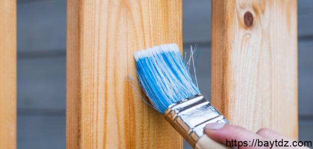 كيف أدهن الخشب منزلياً