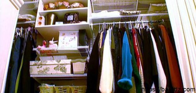 كيف أرتب ملابسي في الخزانة