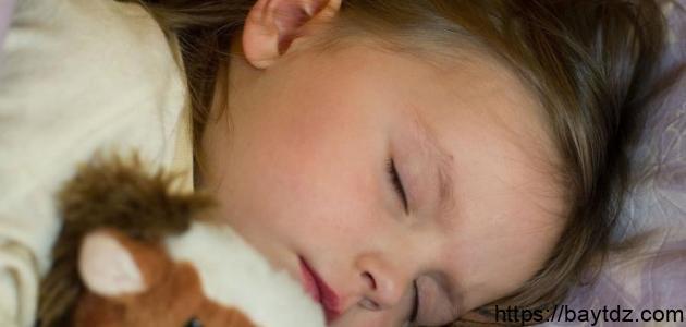 كيف أعلم طفلي عدم التبول أثناء النوم
