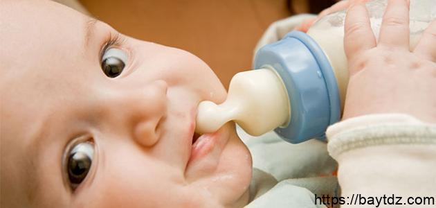 كيف أعود طفلي على الرضاعة الصناعية