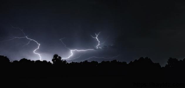 كيف تحدث ظاهرة البرق