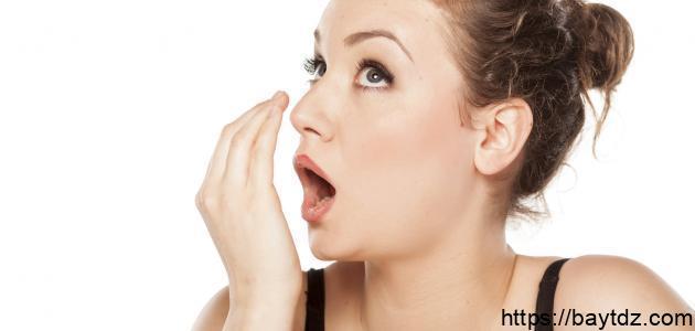 كيف يتم التخلص من رائحة الثوم في الفم