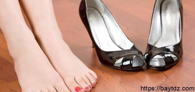 كيف يمكن التخلص من رائحة الحذاء