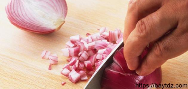 كيفية إزالة رائحة البصل من اليدين