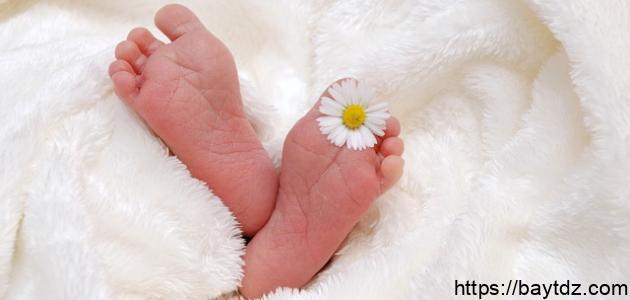 كيفية الأذان والإقامة في أذن المولود