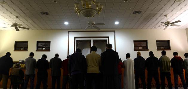 كيفية الصلاة وراء الإمام