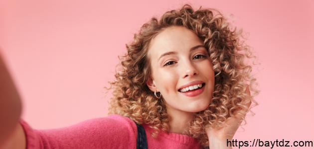 كيفية تجعيد الشعر بالجل
