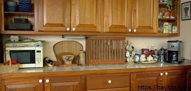 كيفية تنظيف خزائن المطبخ الخشب
