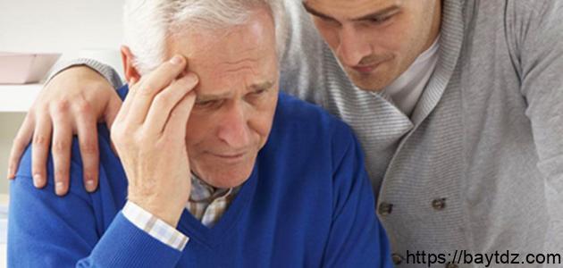 ما أسباب مرض الزهايمر