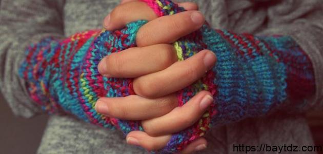 ما سبب برودة اليدين