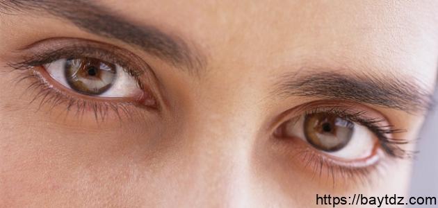 ما سبب رفة العين اليسرى