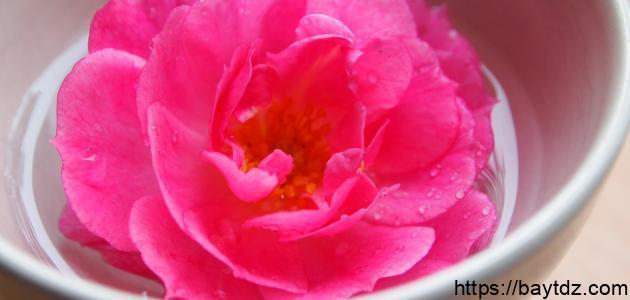 ما هي مكونات ماء الورد