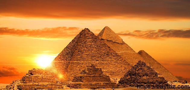متى تم بناء الأهرامات