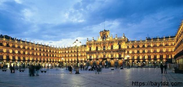 مدينة سياحية في إسبانيا