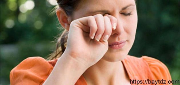 هل جفاف العين يسبب صداعاً