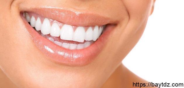 وصفات طبيعية وسهلة لتبييض الأسنان