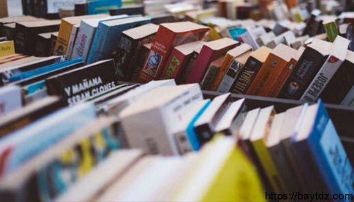افضل 10 مؤلفين معاصرين في أواخر القرن العشرين