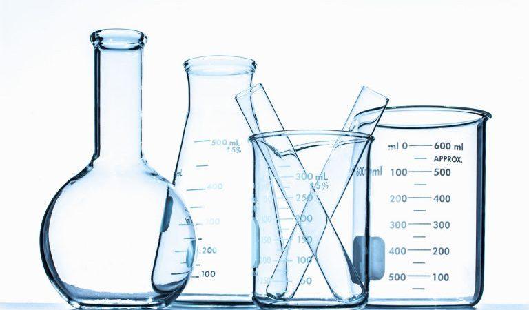 الفرق بين الماء المقطر والماء منزوع الايونات
