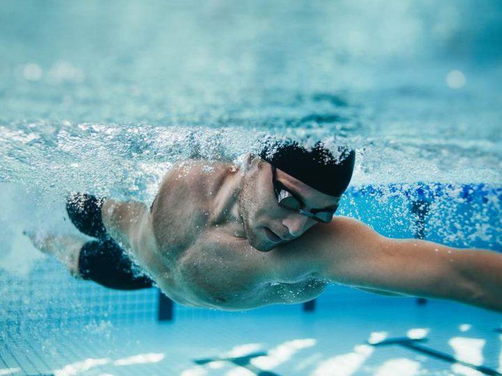 تعلم السباحة بدون مدرب
